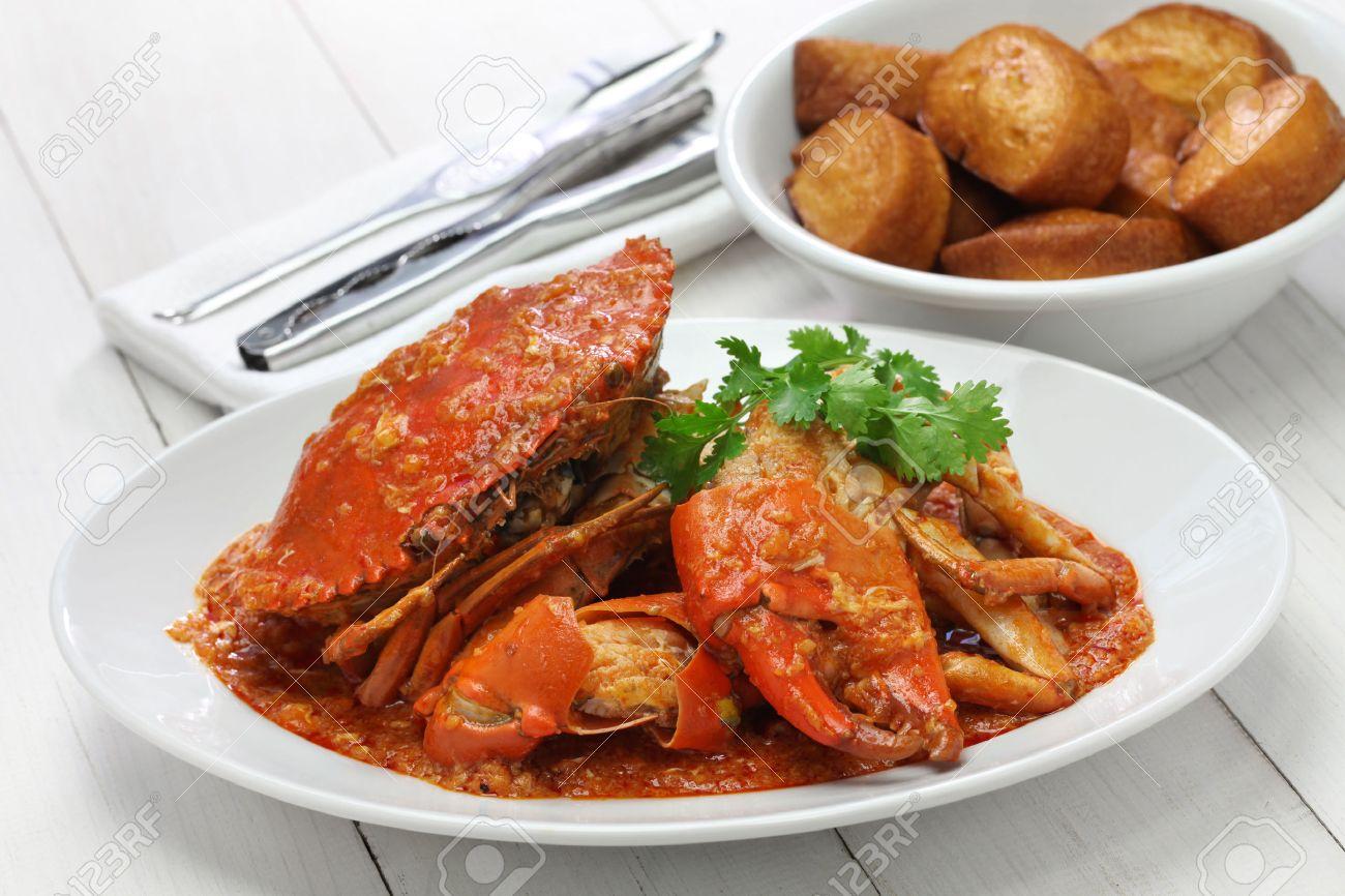 singapore chili crab with fried mantou Stock Photo - 46668381