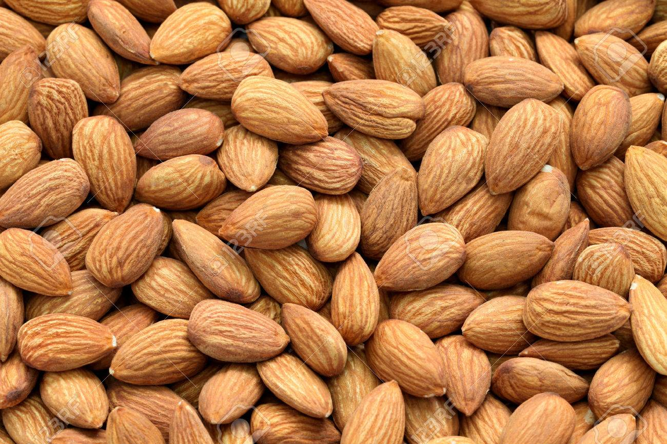 raw almonds Stock Photo - 46729948