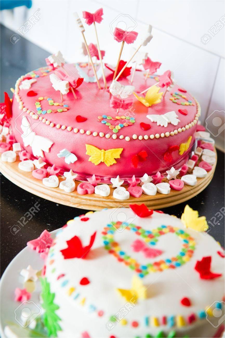 Kuchen bunt dekorieren