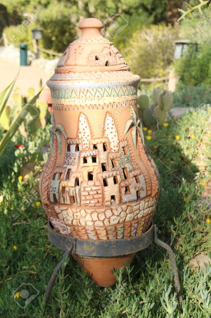 Décoration De Jardin En Terre Cuite Décorative. Banque D\'Images Et ...