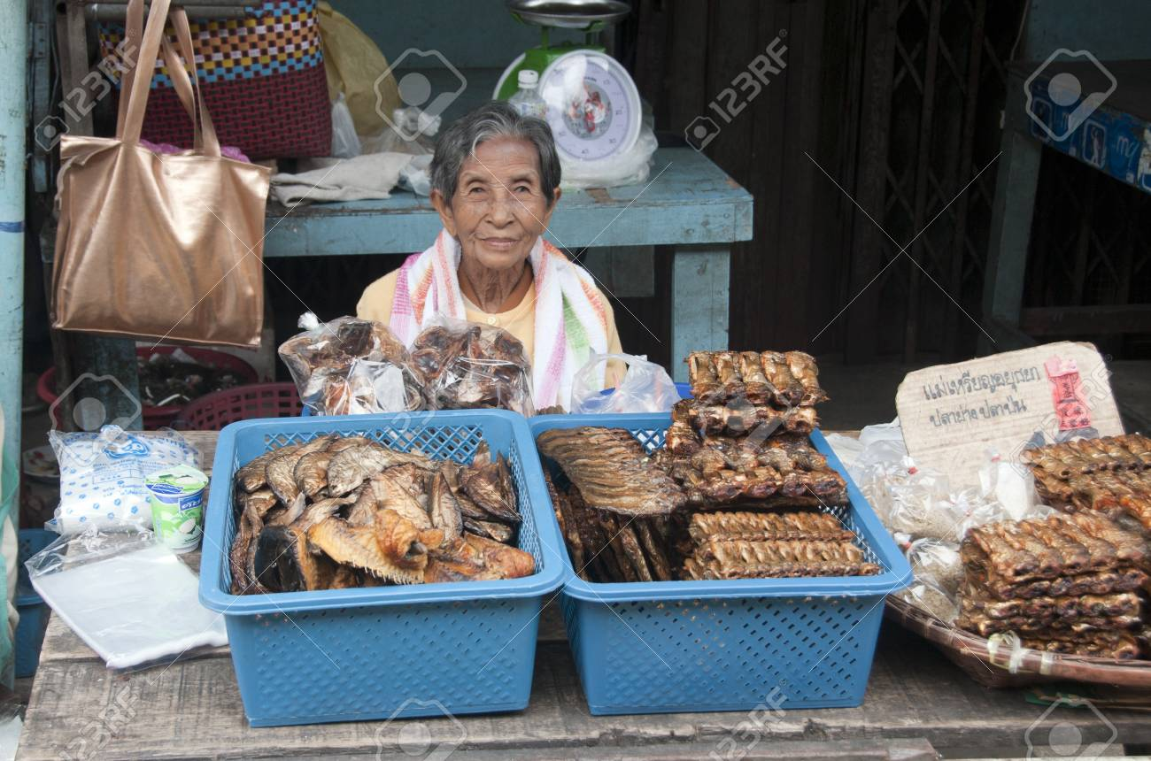 BANGKOK - 28 March 2011 : Woman selling fish on the open market on March 28 2011 on the market in Bangkok, Thailand Stock Photo - 9322766