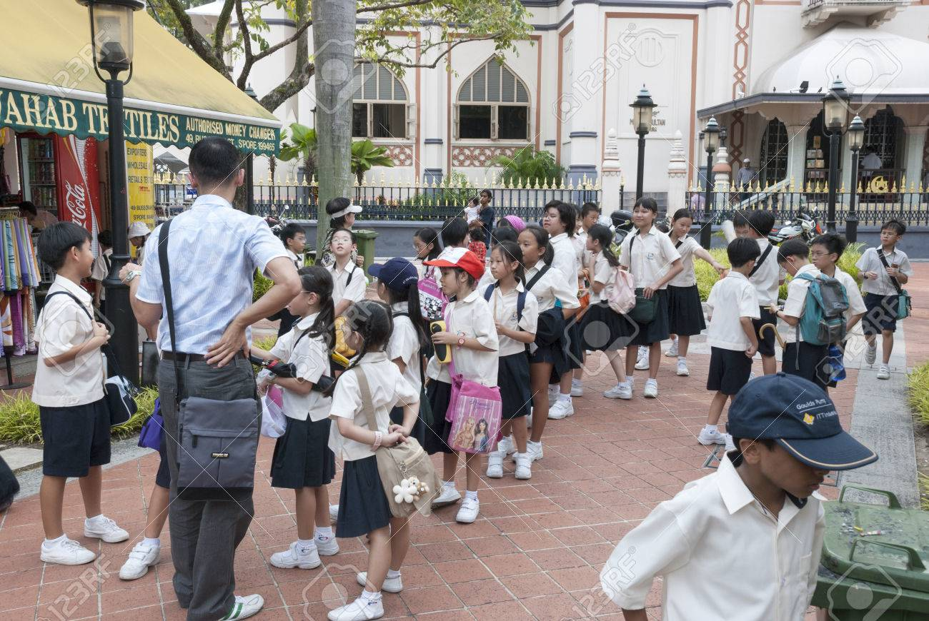 SINGAPORE - MARCH 8, 2007: Unknown children lin school uniform line up in Singapore on march 2007, the children ware uniform because of english tradition - 45995869