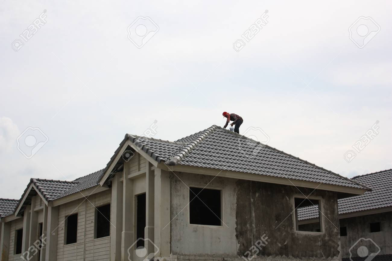 Man painted the roof an new house Stock Photo - 15491249