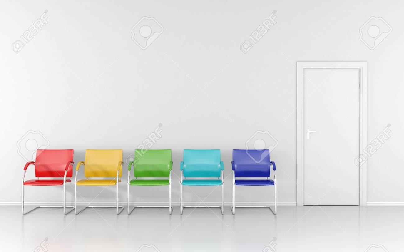5 Farbige Stühle Im Wartezimmer Lizenzfreie Fotos Bilder Und Stock