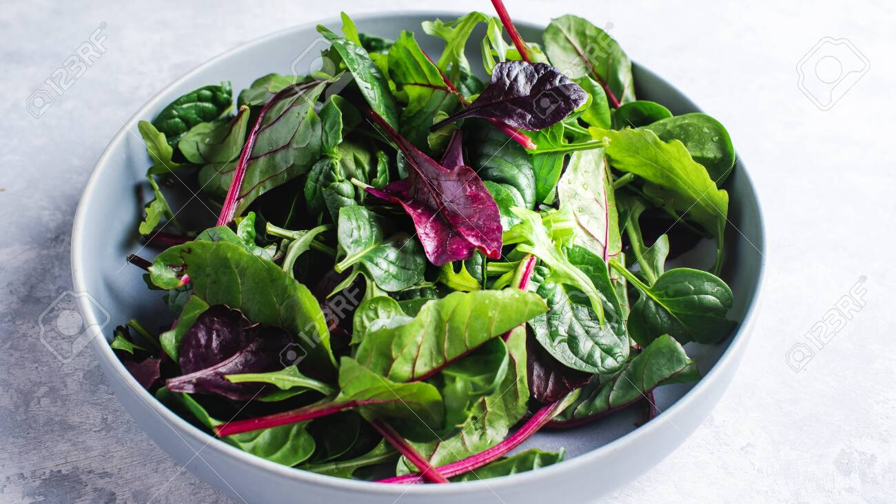 green salad, mixed fresh salad leaves - 151797903