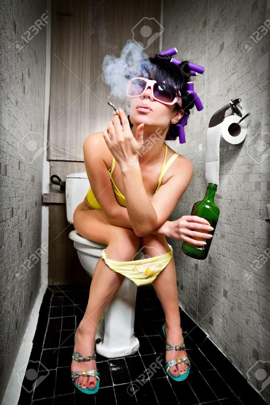 Фото женщин понос и у мужчины в одном туалете дома 21 фотография