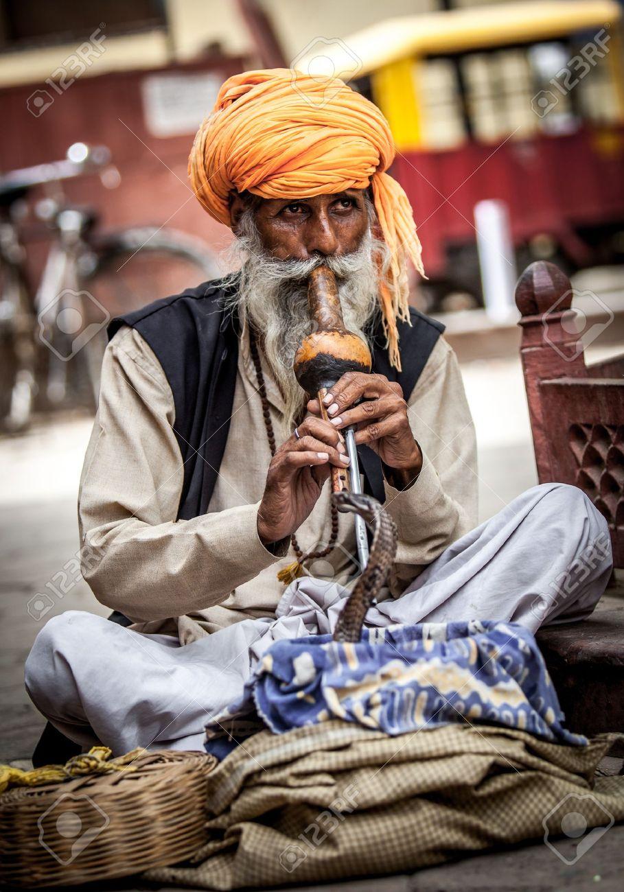 Photo street snake charmer. India. Standard-Bild - 14736640