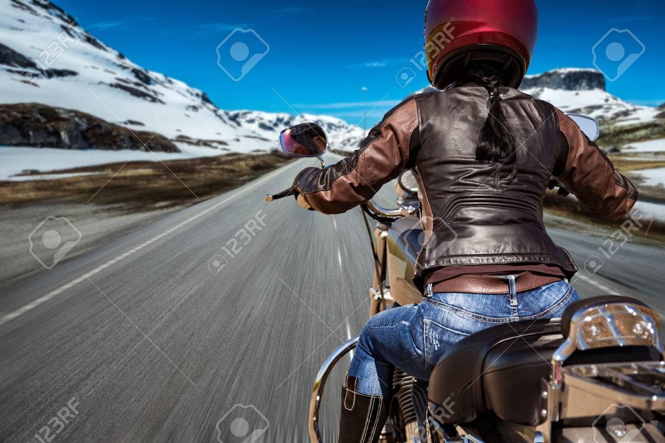 Фото девушек на мотоцикле в шлеме из вк