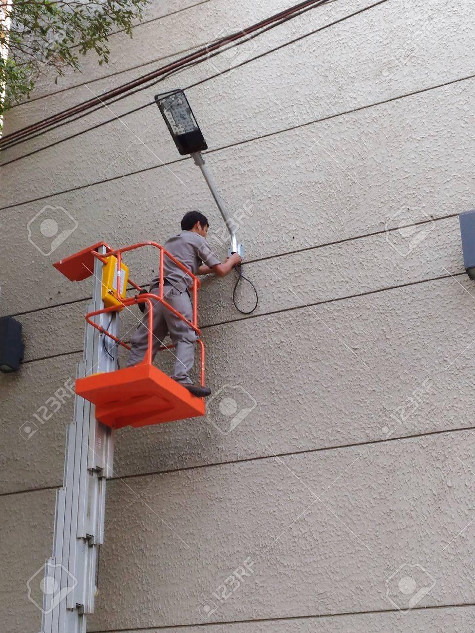 電気技師の修正プログラム インストール建物スポット ライト電気はしごリフト