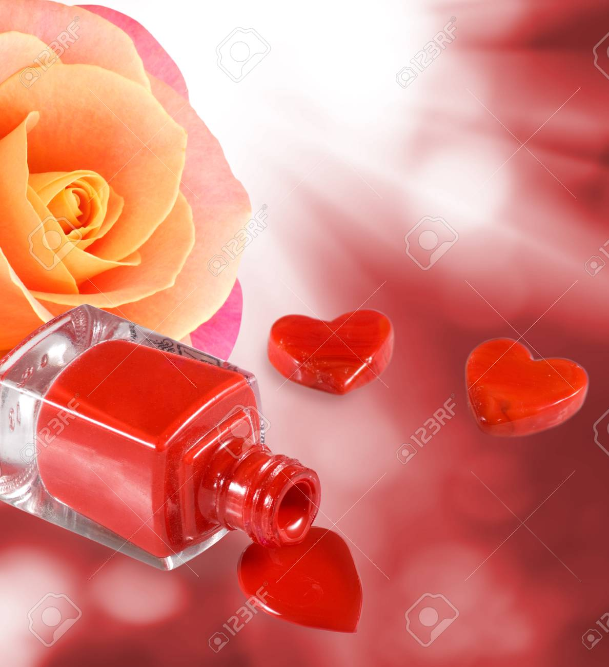 Imagen Aislado De Esmalte De Uñas Corazones Decorativos Y Flor Rosa