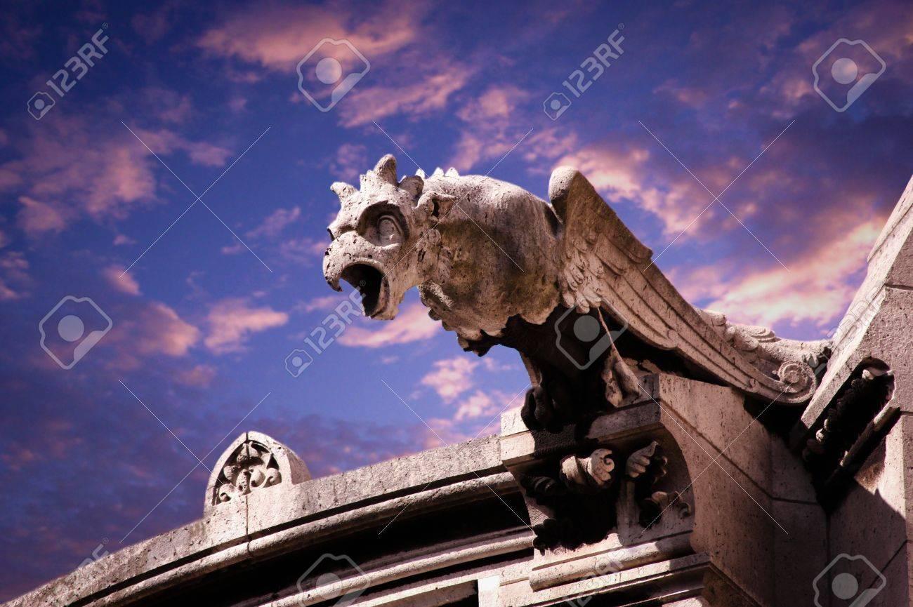 gargoyle of church - 31048426