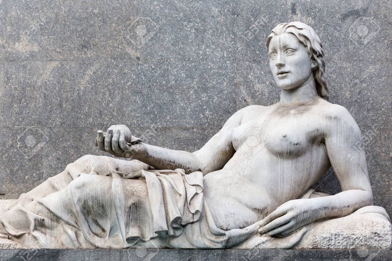 Alabaster 48416677-ancient-statue-of-a-woman-lying