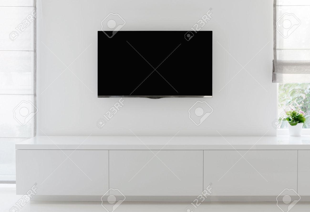 Weissen Wohnzimmer Detail Tv Auf Wand Mit Kommode Und Epoxid Fussboden