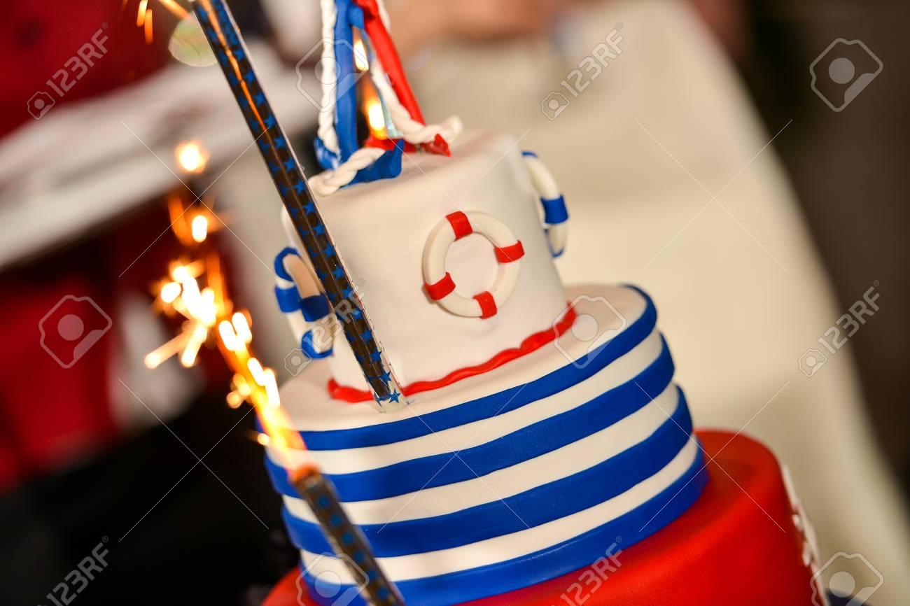 Bonne Journée Gâteau De Mariage De La Marine Avec Des Couleurs Rouge Et Bleu