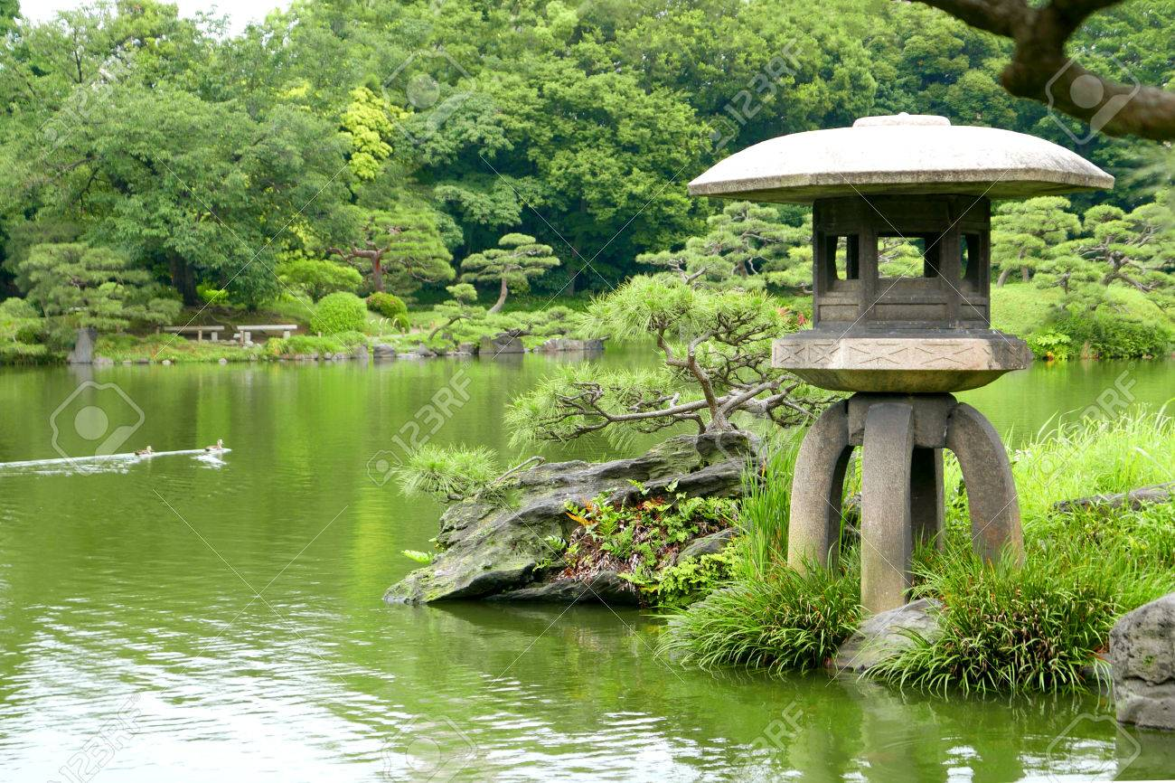 Exceptionnel Stock Photo   Three Ducks And Stone Lantern Are In The Japanese Zen Garden  Water Pond