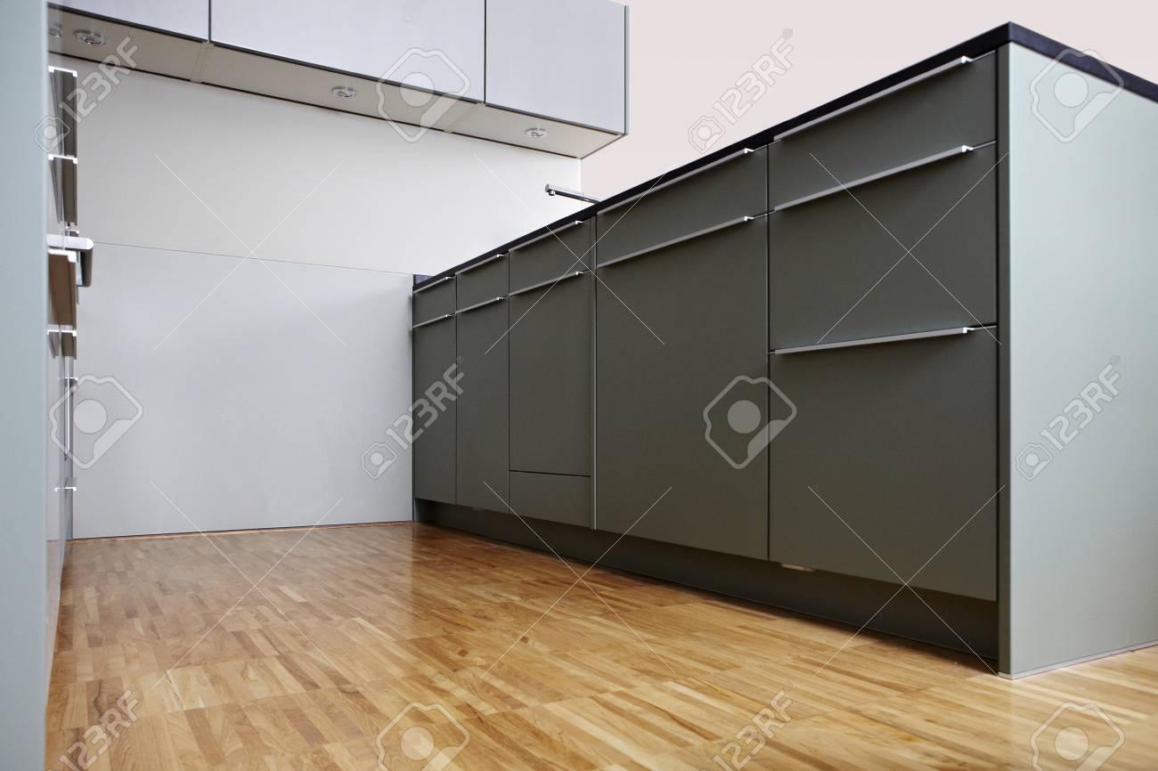 Interiore Moderno E Piacevole Della Cucina Di Design Nella ...