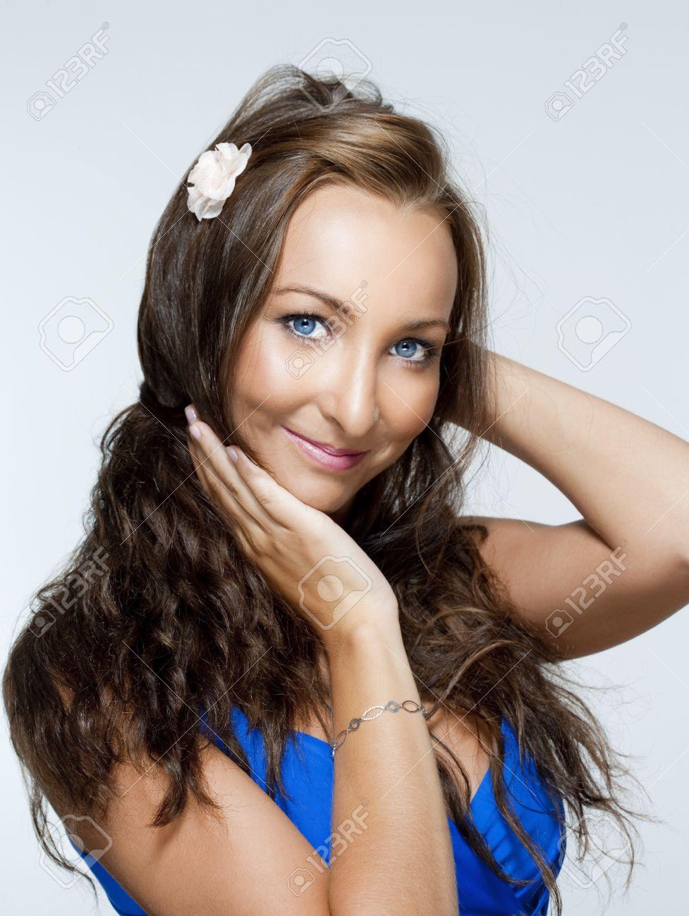 jungs mit braunen haaren und blauen augen