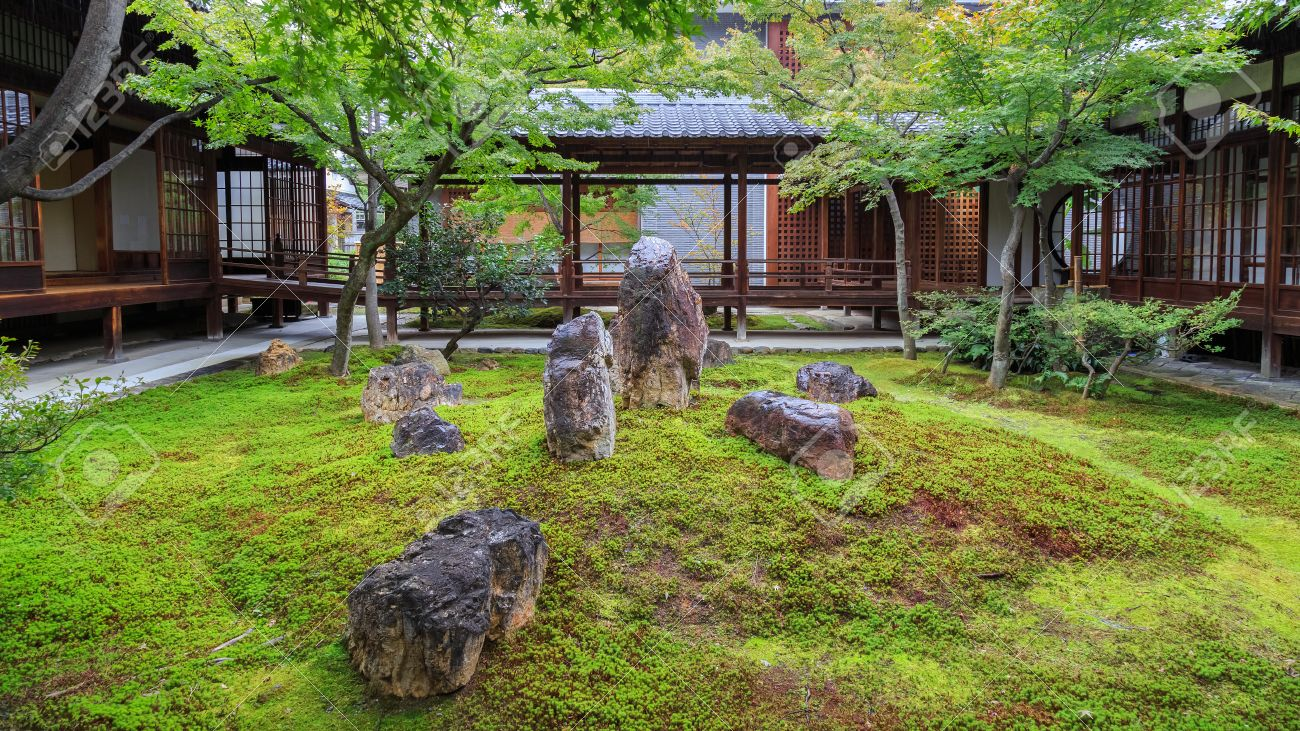 Zen Garden At Kennin Ji Temple In Kyoto Japan Stock Photo