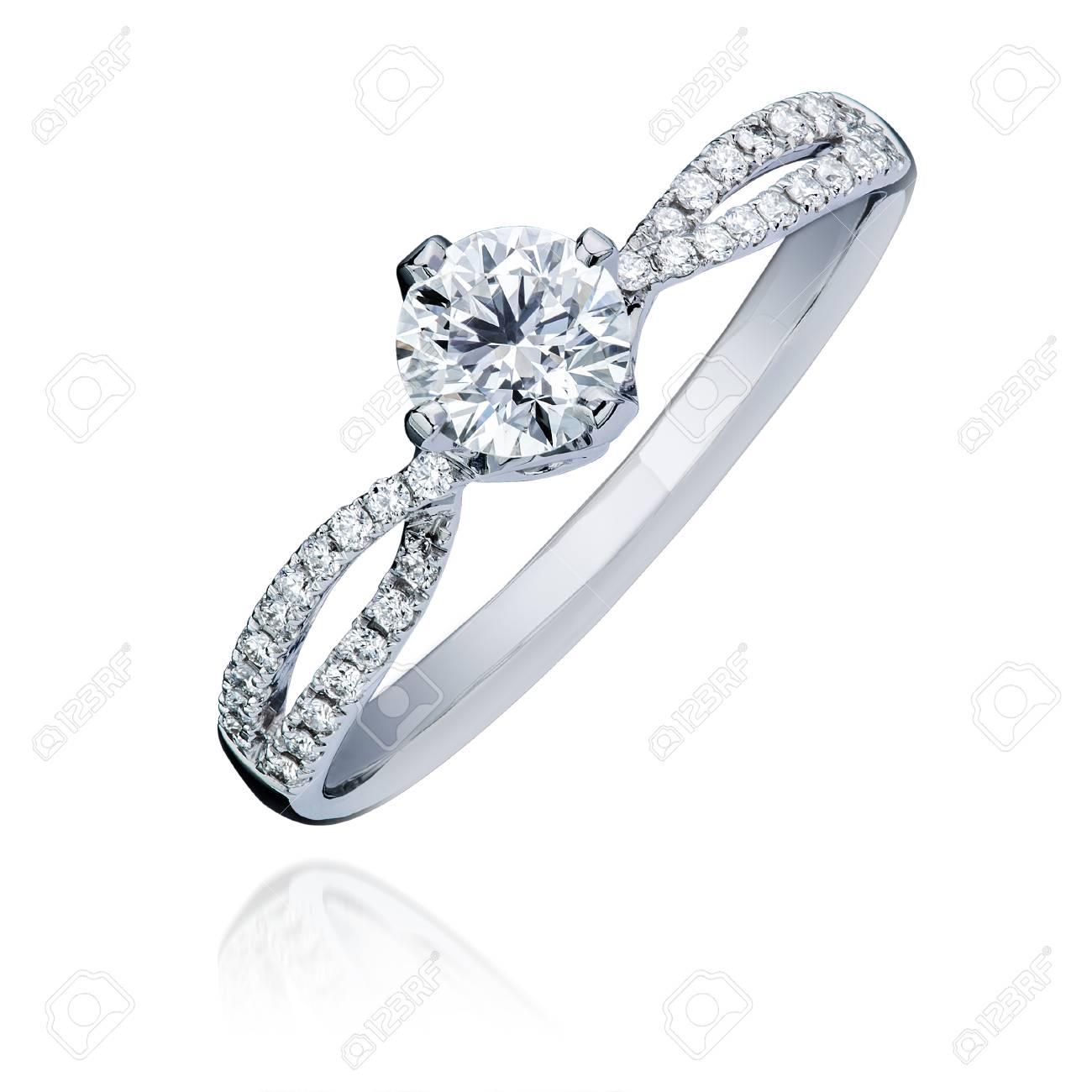 Diamant Verlobungsringe | Schone Diamant Verlobungsring Auf Weissem Hintergrund Isoliert Mit
