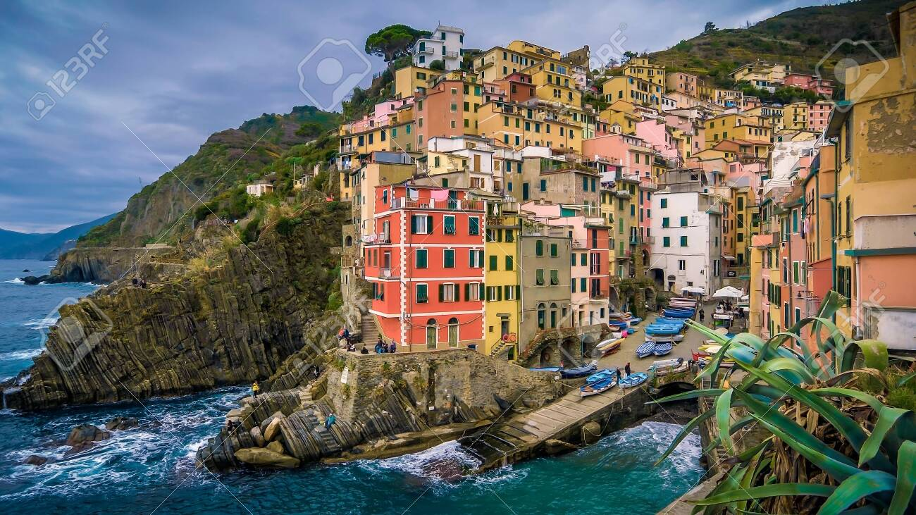 The seaside village of Manarola sits on the famous cliffs of Cinque Terre in La Spezia, Italy - 123505537