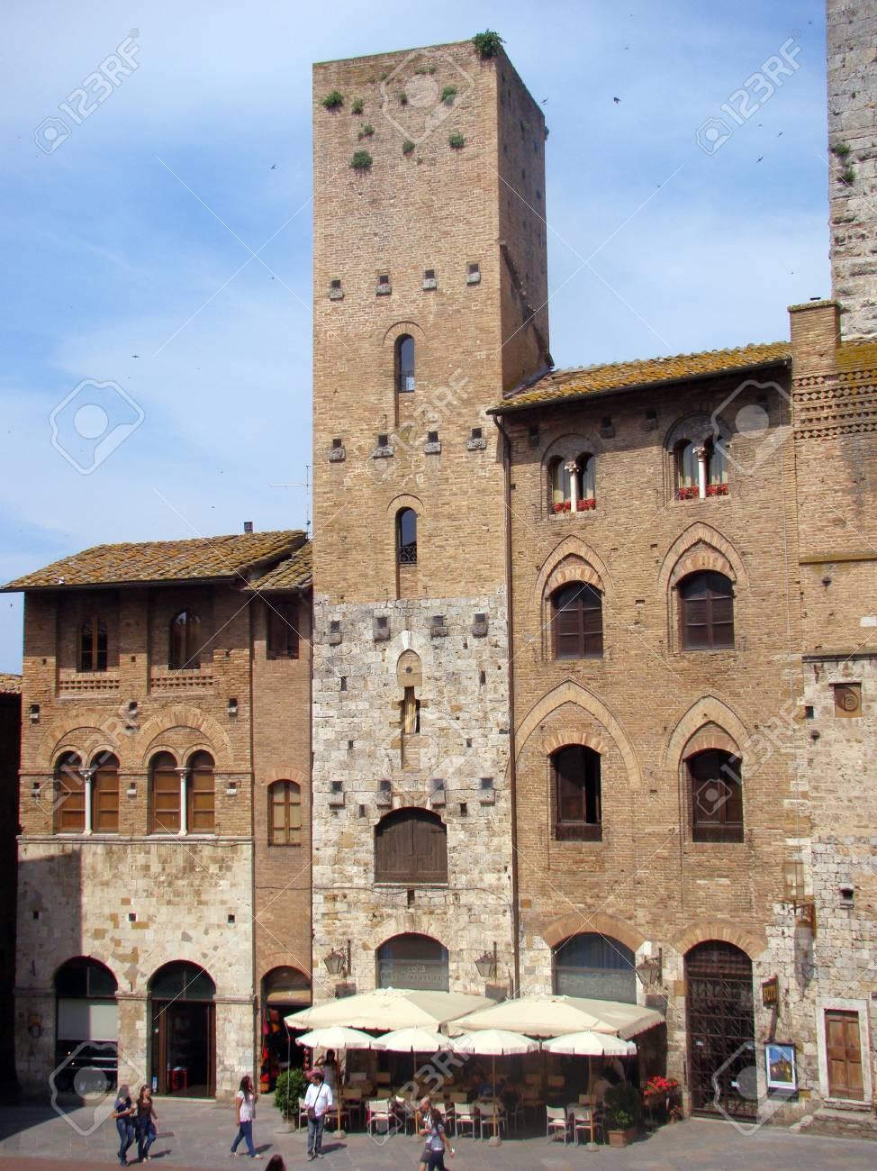 Glimpse of the village of San Gimignano, Tuscany, Italy Stock Photo - 14148435
