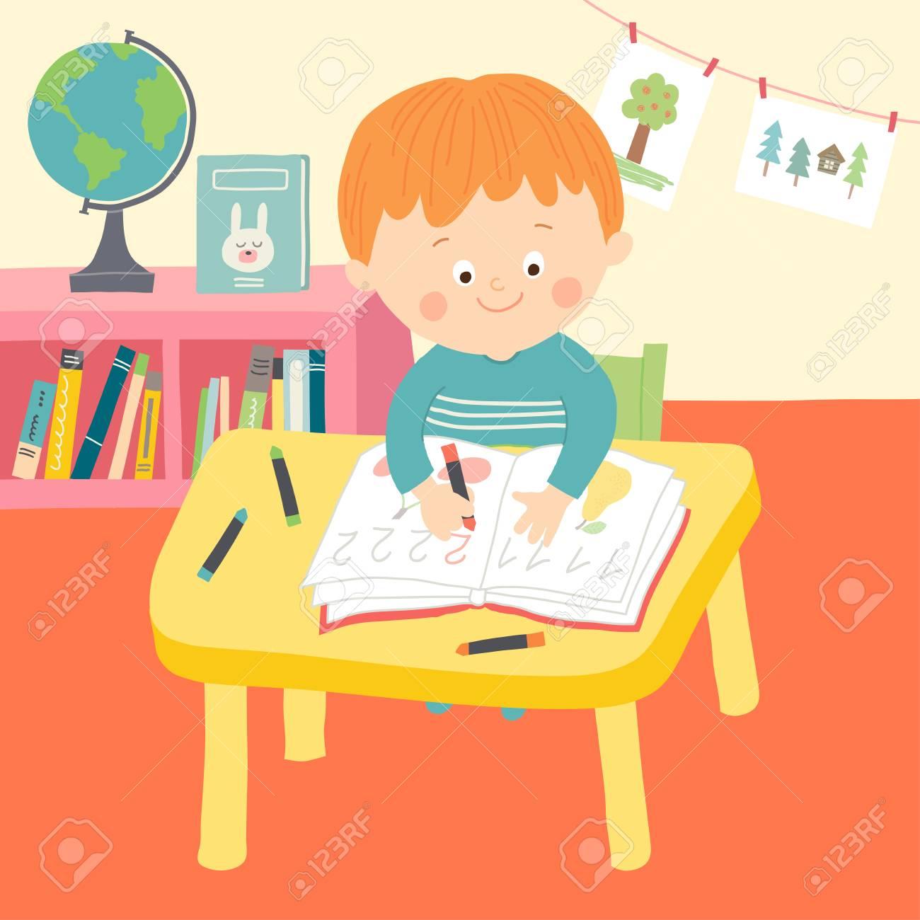 Niño De La Escuela Escritura Linda En El Escritorio En El Aula ...