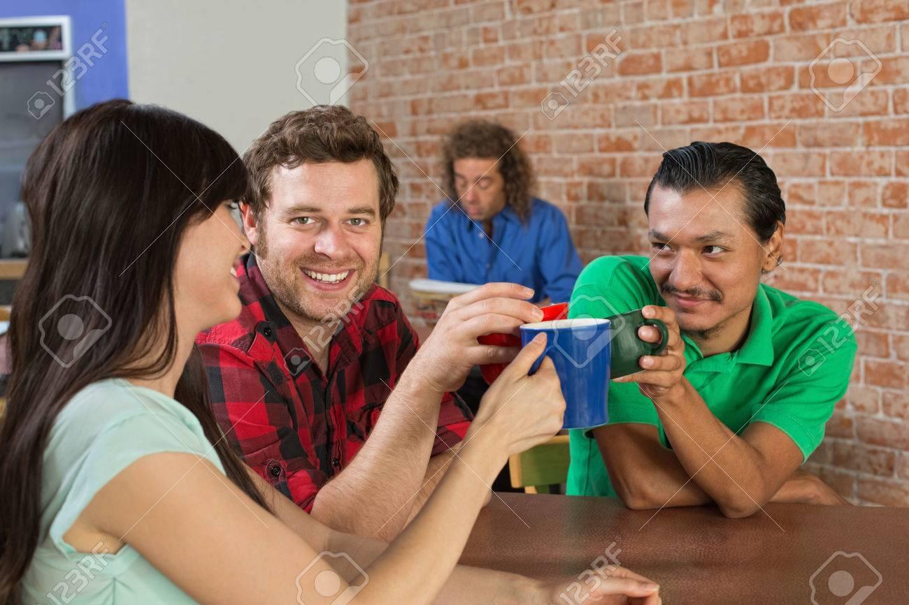 sexe dans un trio Happy Cartoon porno