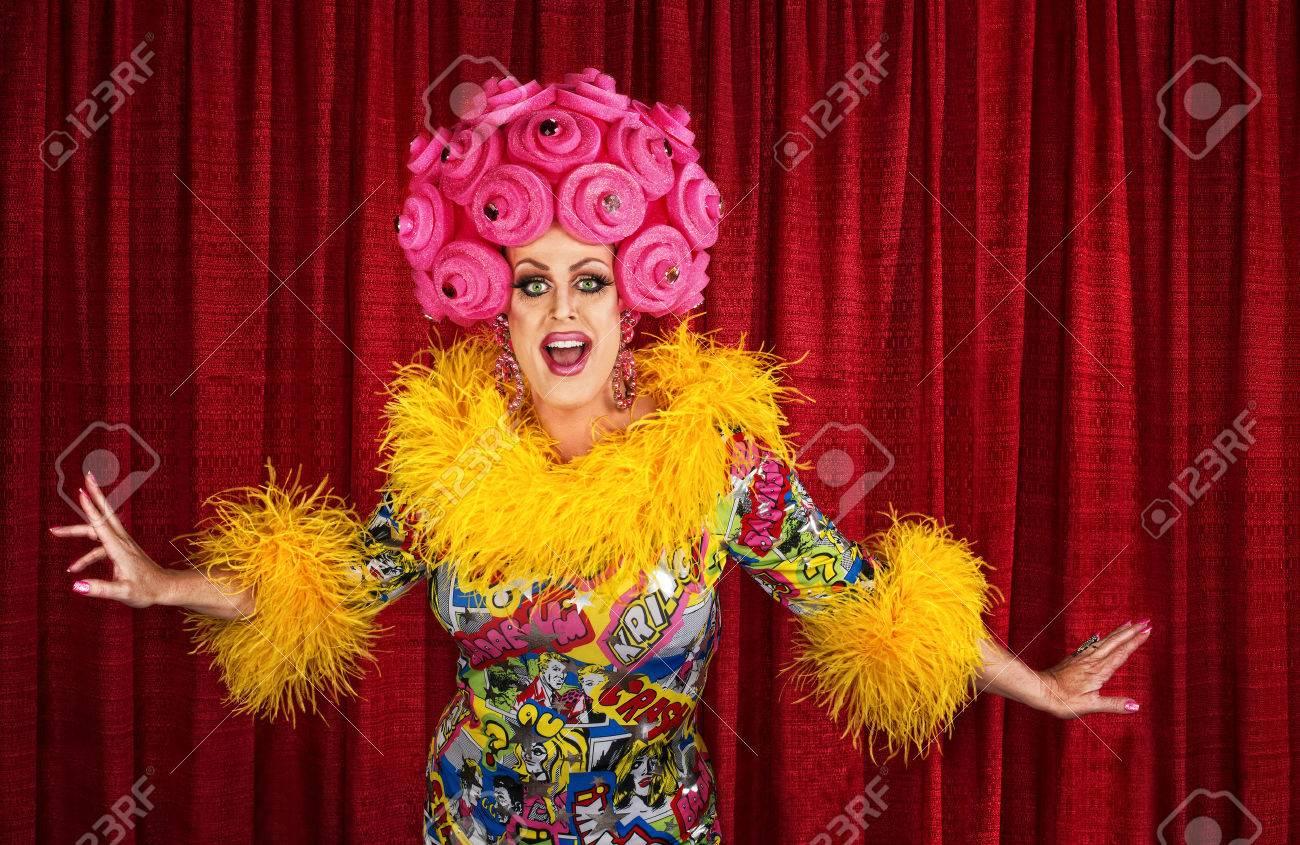Cancion de queen vestido de mujer