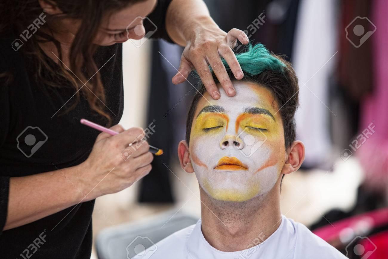 Junge Mannliche Clown Immer Make Up Auf Gesicht Lizenzfreie Fotos