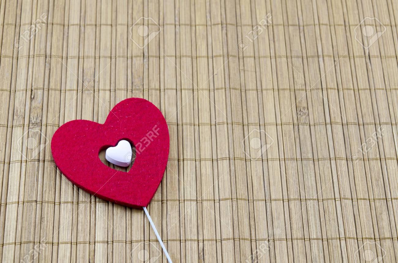 Grosses Rotes Herz Mit Einem Kleineren Weissen Herzen Im Inneren Auf