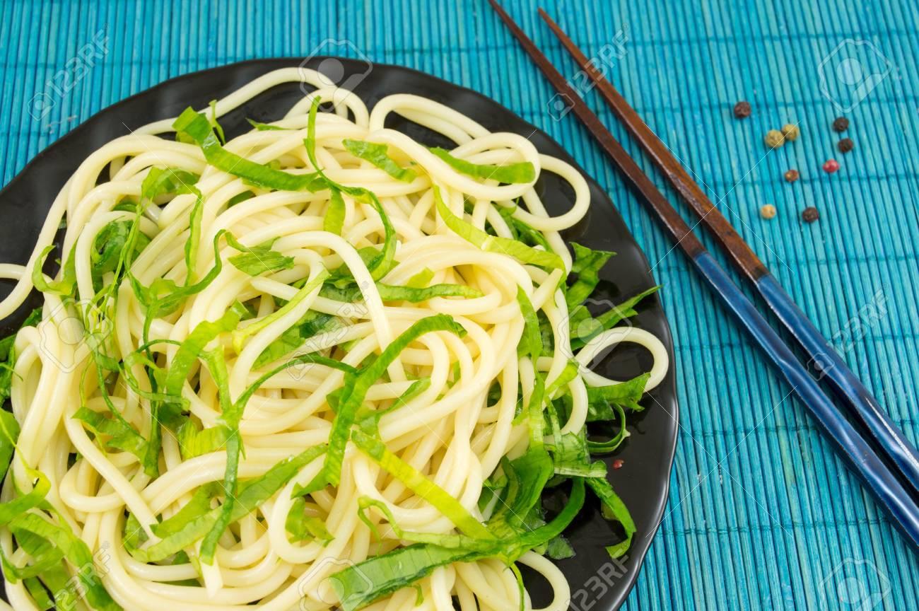 Pate De Spaghetti A L Ail Sauvage Sur Une Assiette Banque D Images