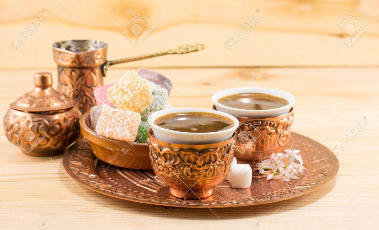 Kaffee Und Türkische Früchte In Ein Kupfer Küchenutensilien ...