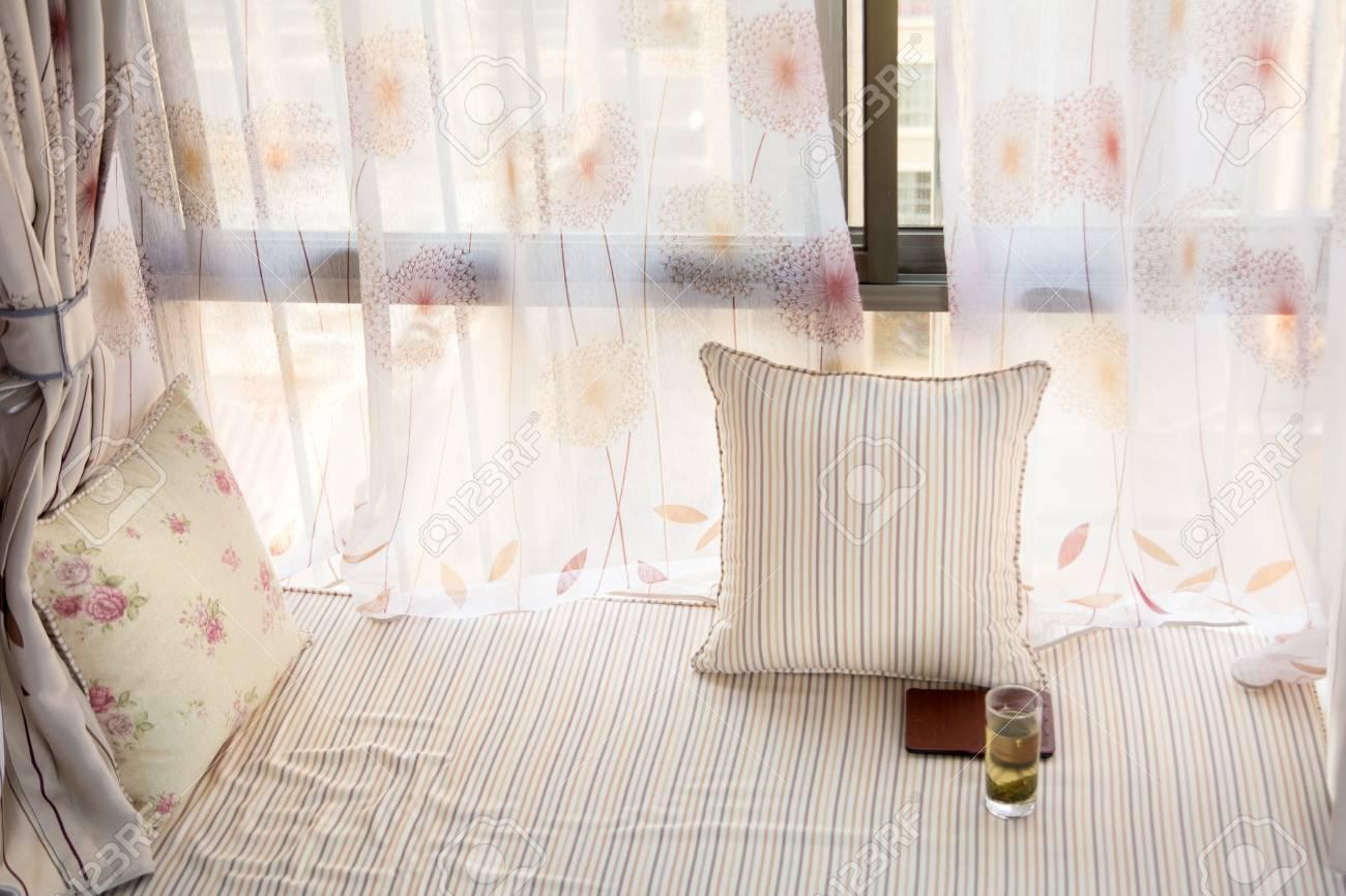 Rideau Sur Baie Vitrée intérieur de baie vitrée avec matelas et rideau assortis