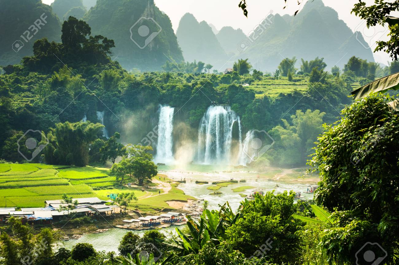 Ban Gioc Detian Falls with unique natural beauty on the border between China and Vietnam - 93204009