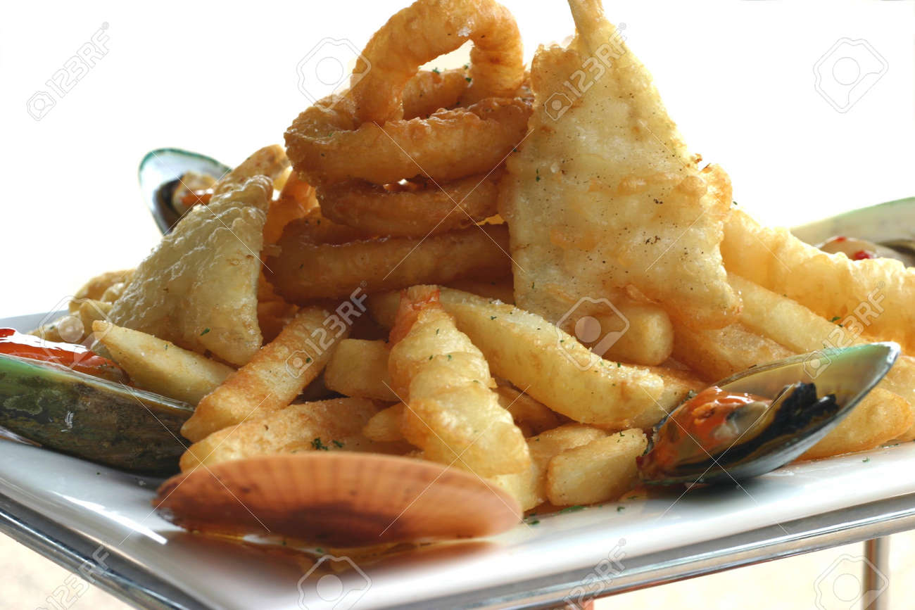 Dorinte efemere - Pagina 60 587630-seafood-and-fries-on-seafood-platter