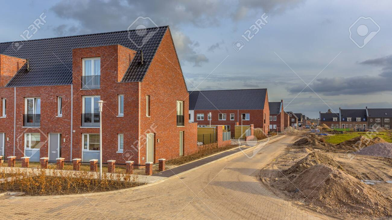 Newly built houses in modern street building site in suburb of city in the Netherlands - 124482547