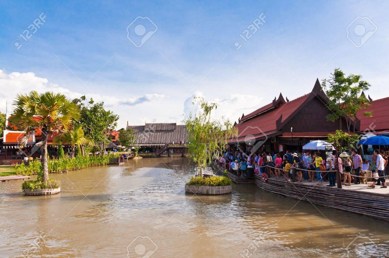 Ayothaya floating market onJuly 10 ,2011. Ayutthaya province Thailand. - 10290606