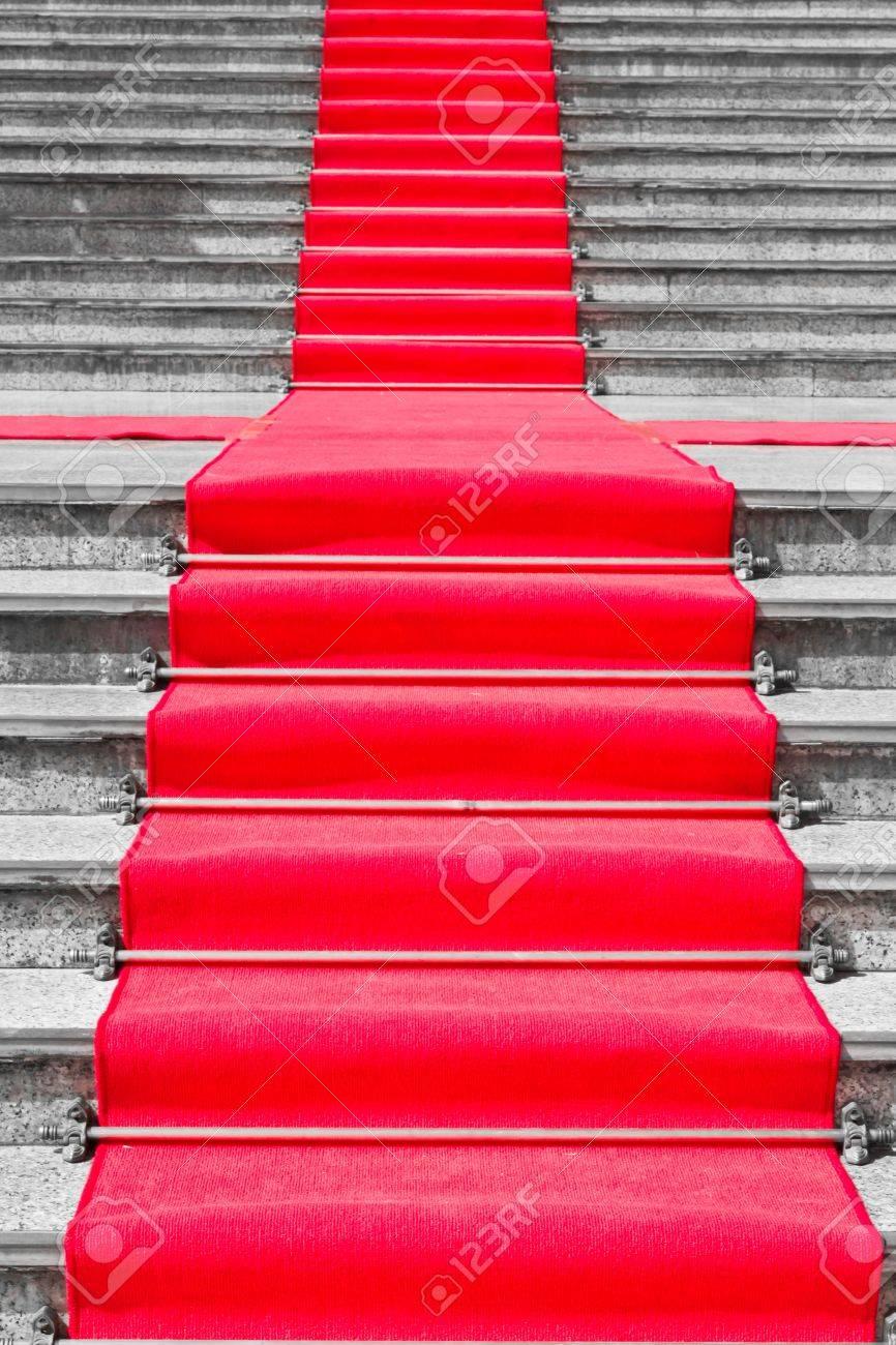 Tapis Rouge Sur La Façon Dont Escalier Noir Et Blanc Pour Une Personne Importante