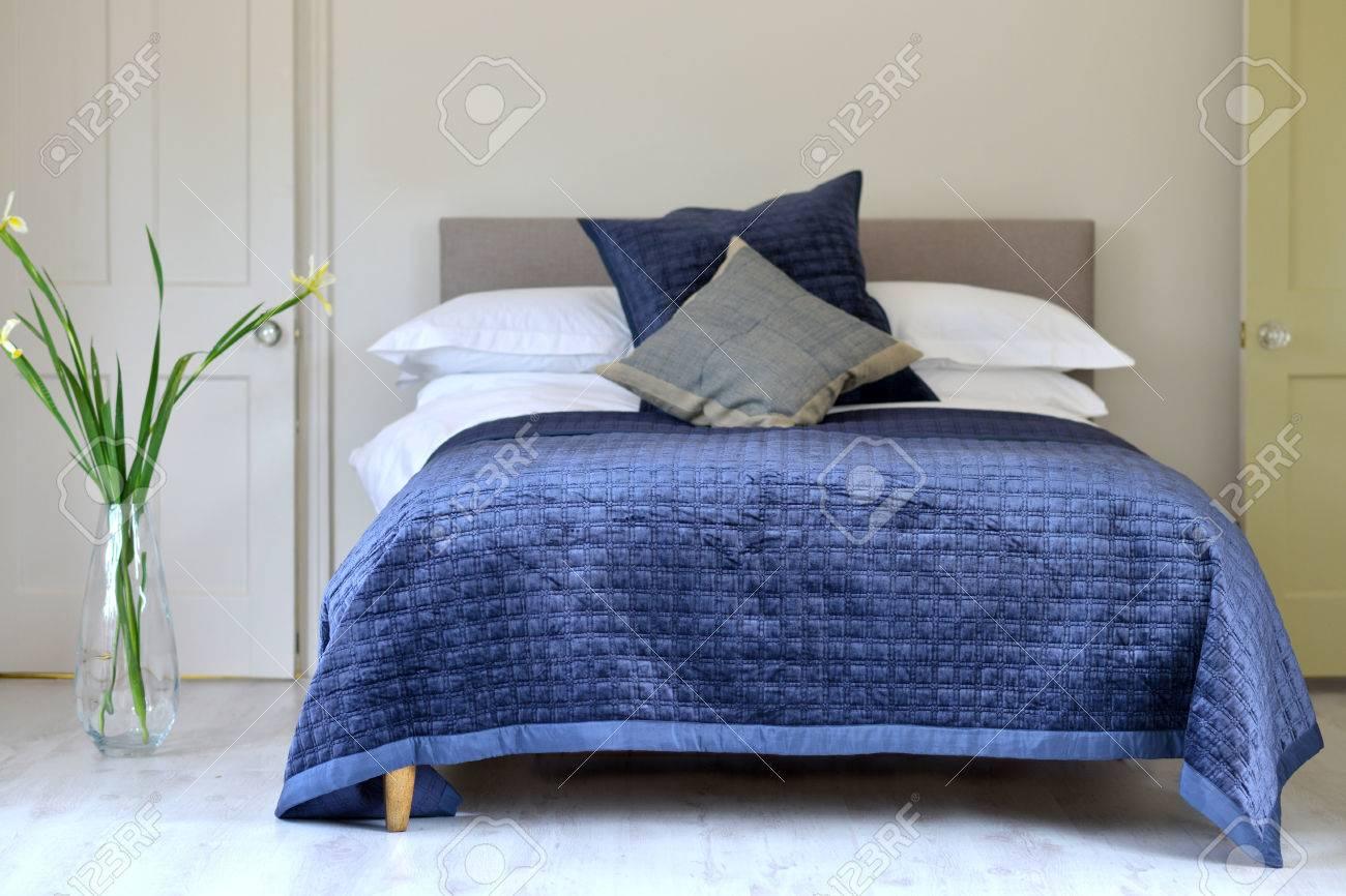 Blaue Strukturierte Bettwäsche Gesteppte Material Wurf