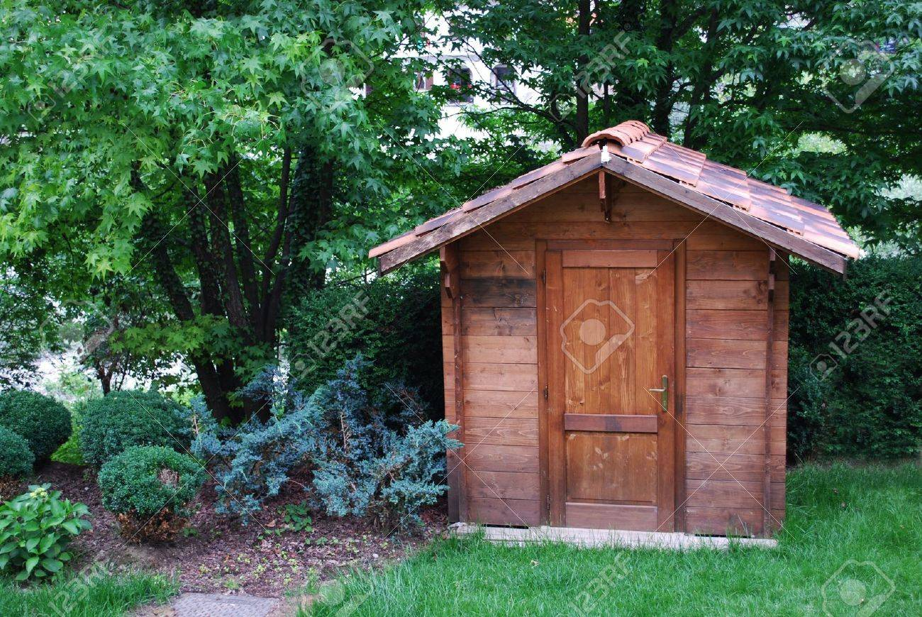 Wooden garden tool shed in a beautiful park Stock Photo - 11570512