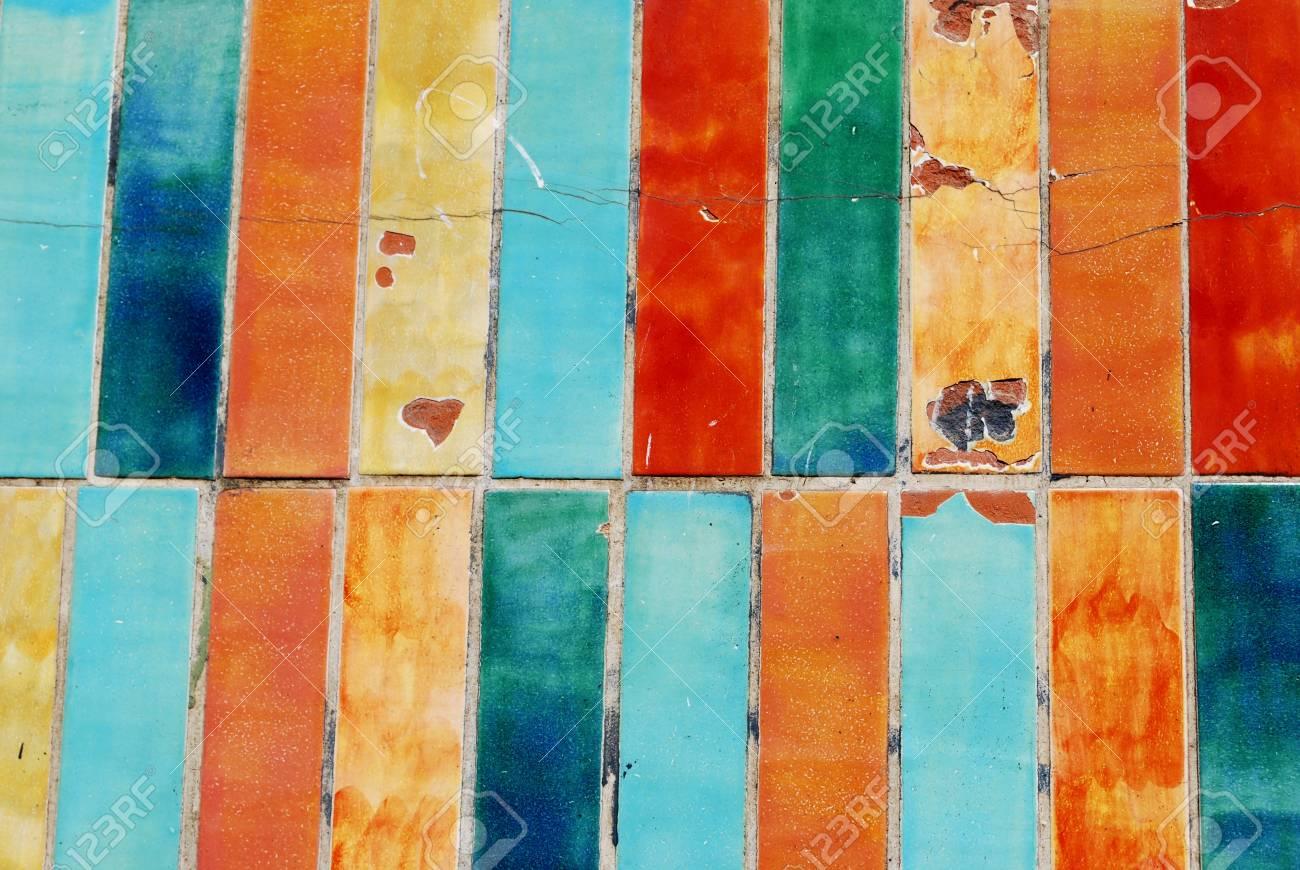 Vintage colorato danneggiato piastrelle texture di sfondo foto