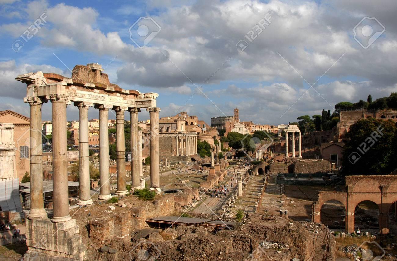 Foro Romano, le centre de la Rome antique Banque d'images - 46727297