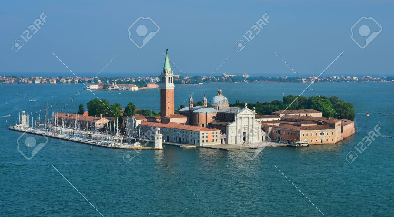 Saint George Island in the Venice Lagoon with ancient palladian basilica Banque d'images - 82417126