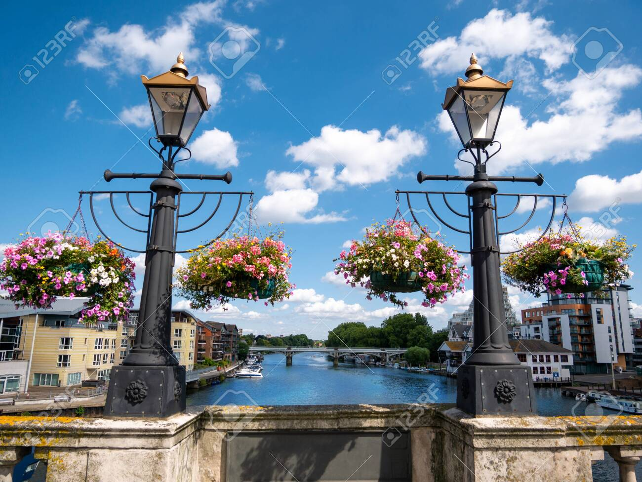 Ornamental flowers and medieval lamps on the wall of Kingston bridge in a sunny day - 133078351