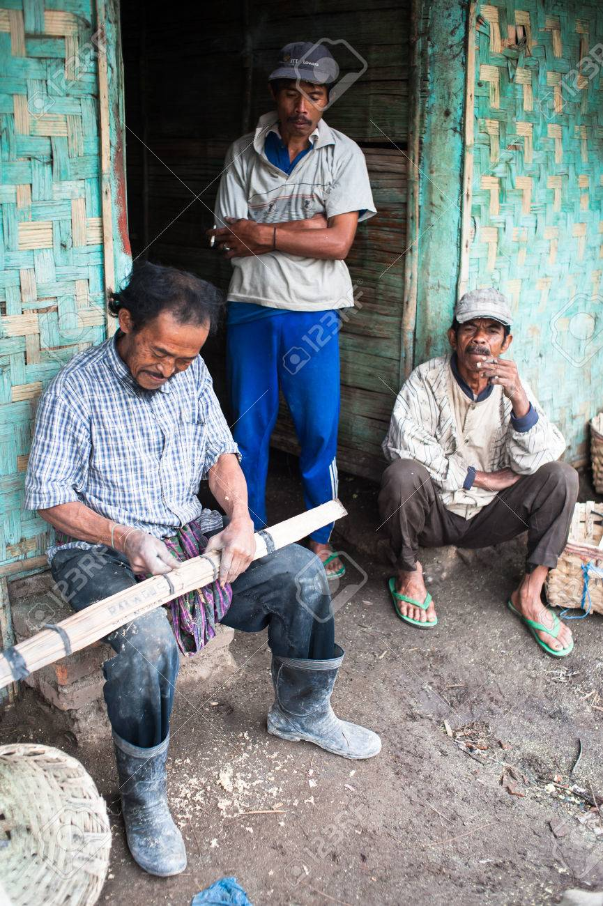 Workers at Ijen Crater mend their baskets after work Standard-Bild - 43483843