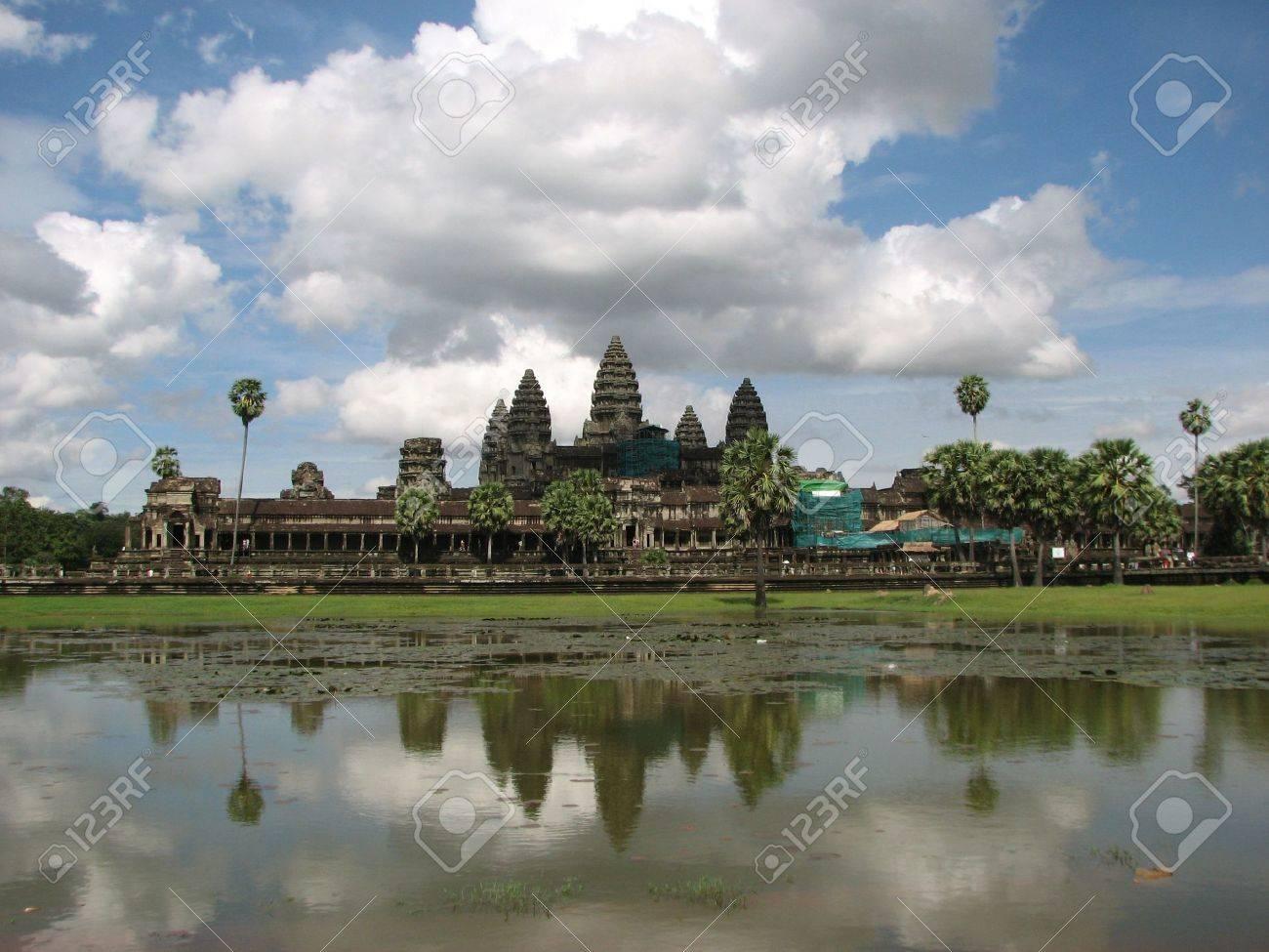 Angkor Wat at Angkor, Cambodia Stock Photo - 7855021