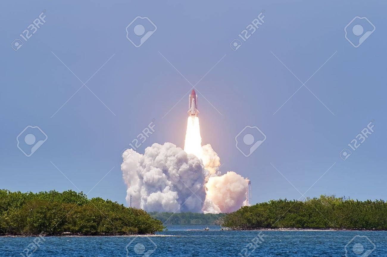 Shuttle launch Atlantis - Cape Canaveral - 16782187