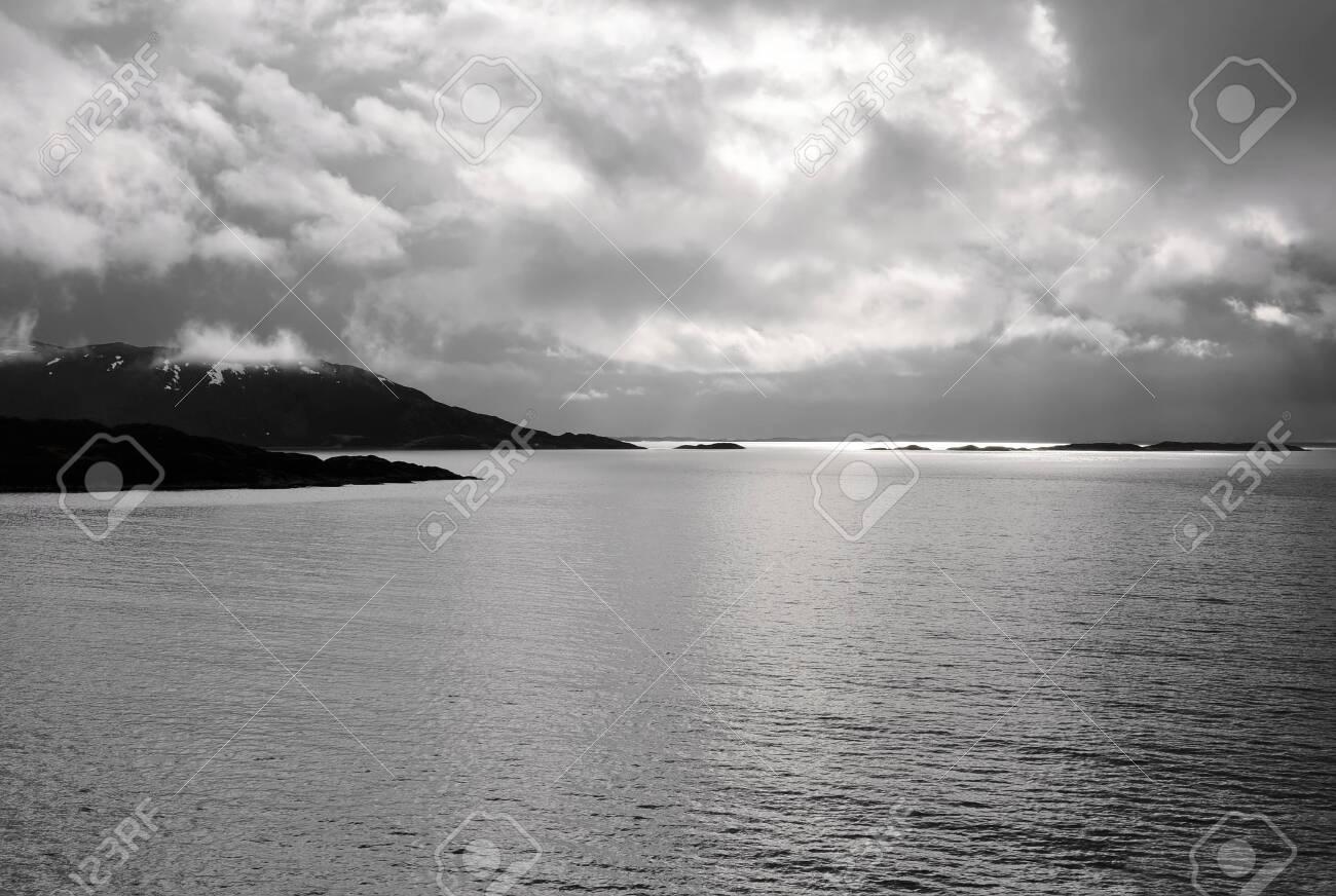 Kvalsundet Fjord - Norway - 27787569