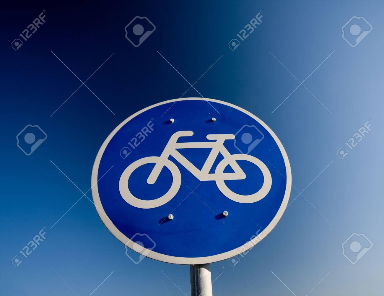 Bike lane traffic sign over blue sky Stock Photo - 6239492