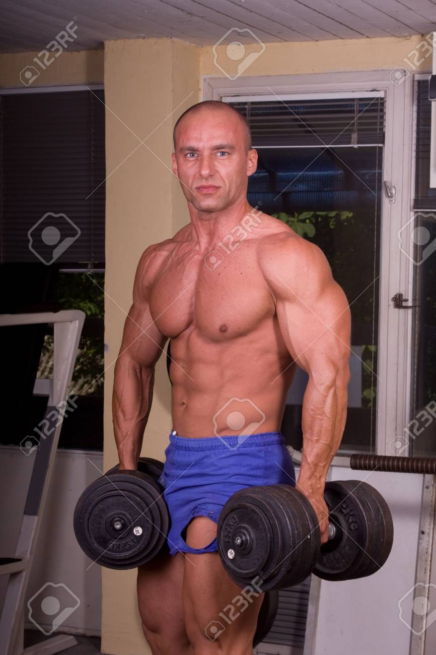 Bodybuilder posing in the gym Stock Photo - 7215942
